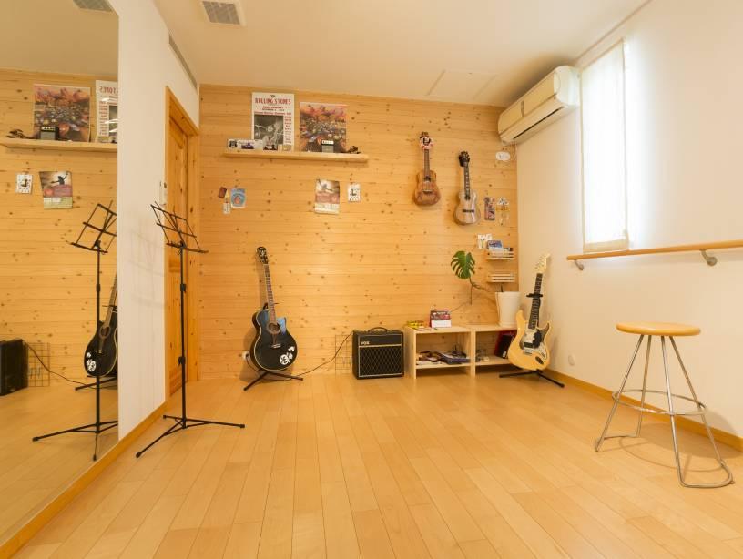 リゾートを感じる空間を設計。趣味のスペースなどこだわりが詰まったお住まい。