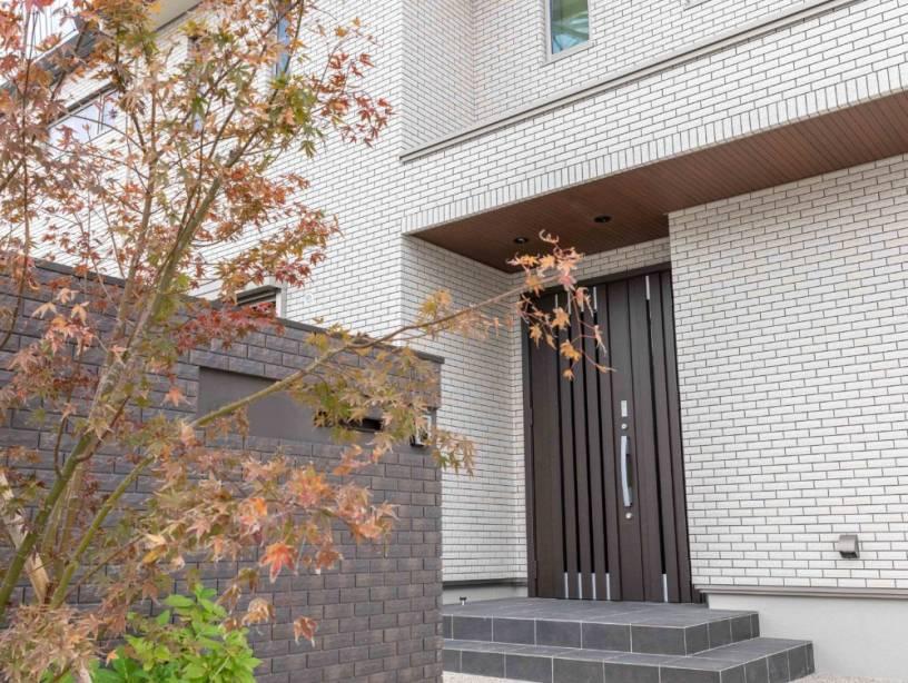 こだわりの素材で上質空間を演出。デザイン性と暮らしやすさを兼ね備えた二世帯住宅。