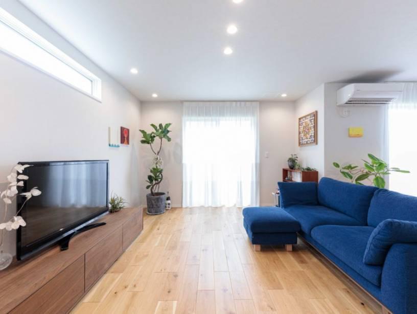 リゾート感と爽やかなリラックス空間を演出。ご家族が開放的にくつろげる邸宅。