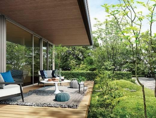 ウチとソトをつなぎ、四季折々の自然を感じる「平屋の住まい」